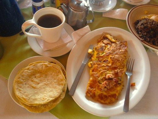 Province of Alajuela, Kosta Rika: Omelete. Super recomendado! Y lo acompañan tortillas recién palmeadas y un cafecito de Naranjo.