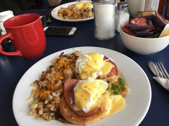 Vernon, Canada: Breakfast & coffee here was delicious! :-)