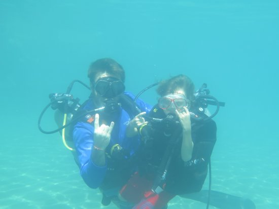 Chalong, Tailandia: Our younger son mastering his fears with Alex