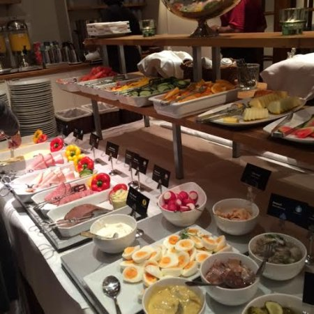 Hotel Garden: Large selection of breakfast items.