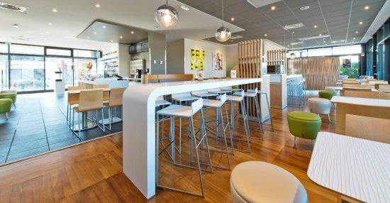 Oullins, Francia: Profitez d'un repas dans un espace confortable et convivial.
