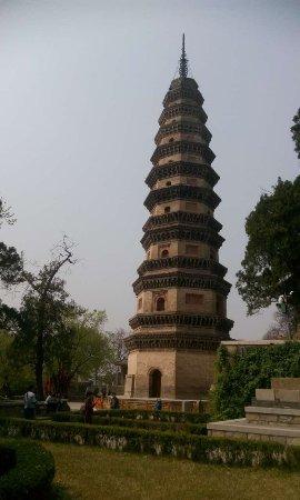 Jinan, Kina: tower of lingyan temple