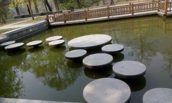 Jinan, Kina: pond aside the temple