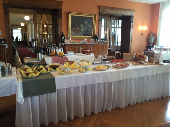 Hotel Royal Luzern: breakfast