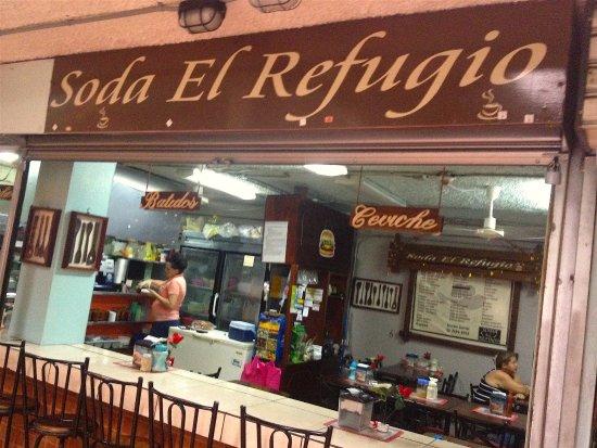 Grecia, Costa Rica: Entrada a la Soda, viniendo de la calle 6.