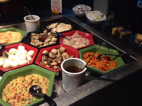 Ussac, Fransa: Buffet d'entrées