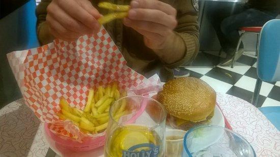 พุยโบโร, ฝรั่งเศส: Frites maison et burger goûteux et qui calent !