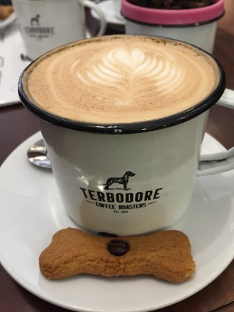 Howick, Sudáfrica: Terbodore tin cup coffee and biscuit