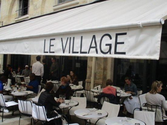 Le Village : テラス席外観