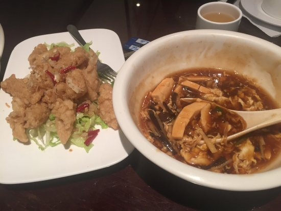 Petone, Nya Zeeland: Squid in Spicy Salt and Hot and Sour Soup