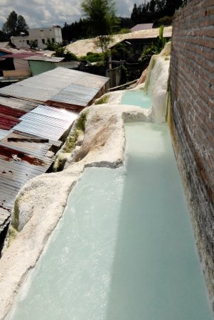 Tarutung, Indonesia: Drain to the bathtubs