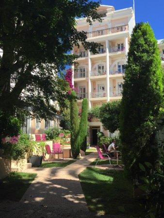 Hotel Moliere: Un petit jardin magnifique en plein centre de Cannes