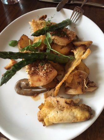Lutterworth, UK: Corn-fed chicken breast & crispy leg, girolles, asparagus & Jersey royals