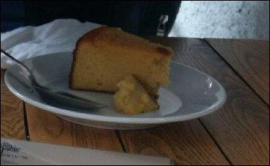 Castlegregory, Irlanda: Dry and tasteless cake
