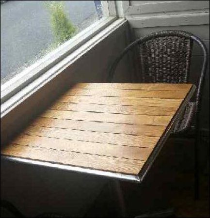 Castlegregory, Irlanda: Tables should have been dried - as inside seating