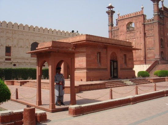 Allama Iqbals Tomb Picture Of Tomb Of Muhammad Iqbal Lahore