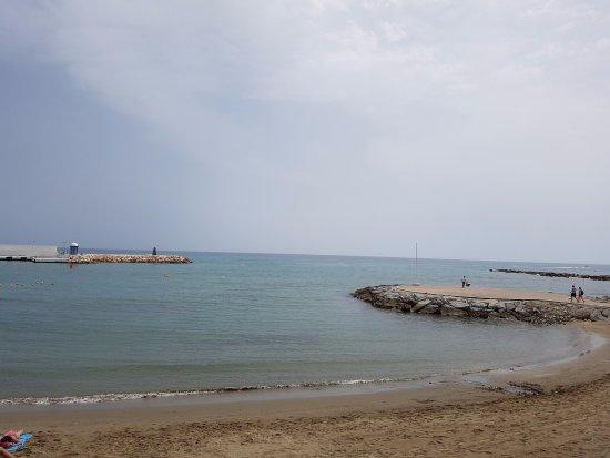 Paseo Maritimo: vistas a la playa desde el paseo marítimo
