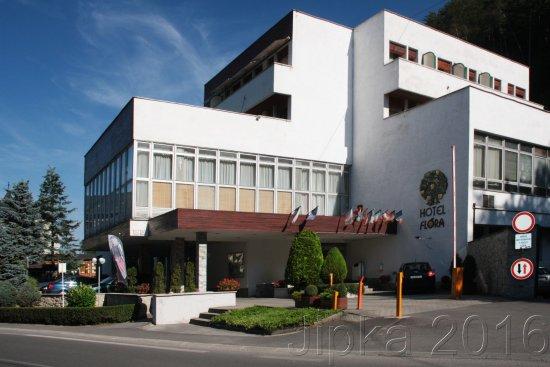 Trencianske Teplice, Slovaquie : pohled na hotel z ulice