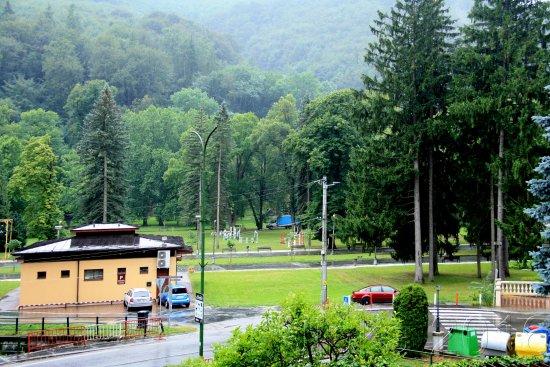 Trencianske Teplice, Slovaquie : pohled z balkónu pokoje v 1. patře