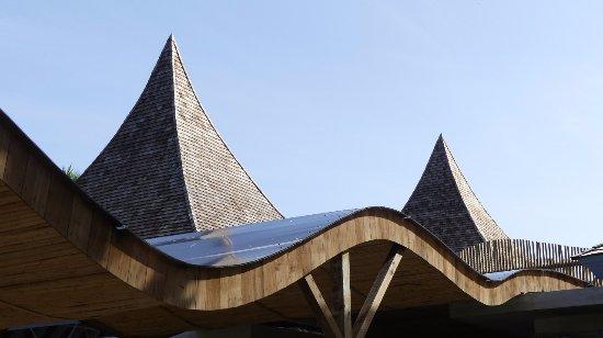 Kuramathi: distinct roof #architecture