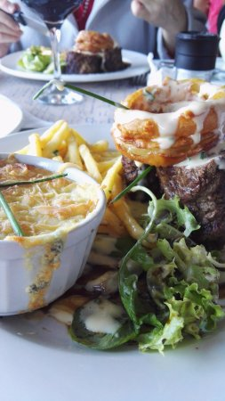 Wynberg, Güney Afrika: Steak, Cauli Gratin, Chips and Onion Rings