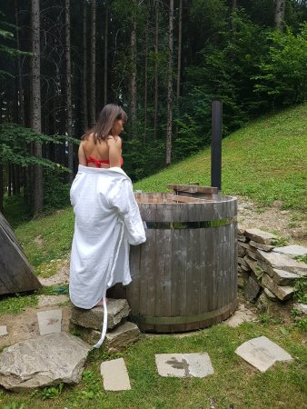 Camp Bled: Hot tub, be careful not to put a lot of wood and stir the water:)