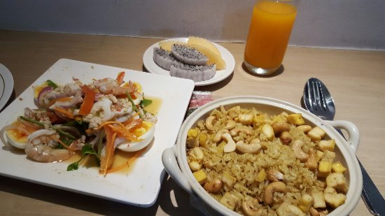 Golden City Rayong Hotel: Good Room Service Food