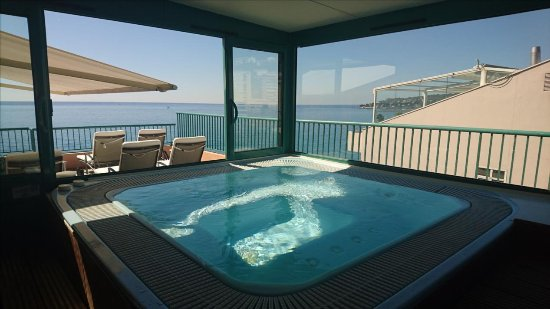 jacuzzi et terrasse sur le toit 7ieme etage hotel princess richmond menton resmi tripadvisor. Black Bedroom Furniture Sets. Home Design Ideas