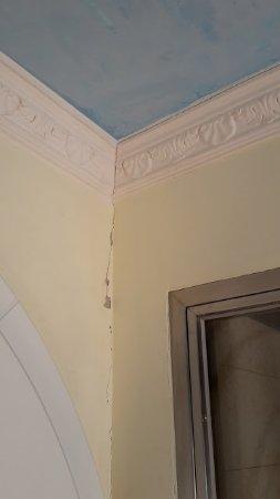 Villa Orso Grigio: crepe sul muro