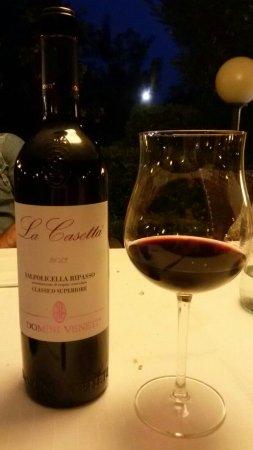 Rivoli Veronese, Ιταλία: Un goccio di vino...