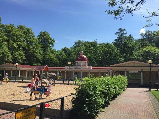 Kadriorg Children's Museum Miiamilla: Playgrounds around the museum