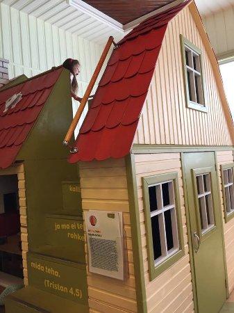 Kadriorg Children's Museum Miiamilla: Dolls house with a slide