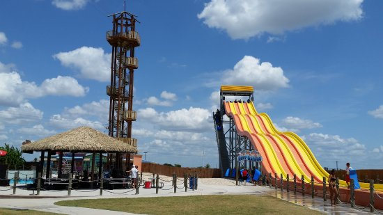 Pflugerville, เท็กซัส: Reef Racers slide - next to the live band stage