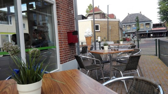 Nunspeet, The Netherlands: The outdoor seating area