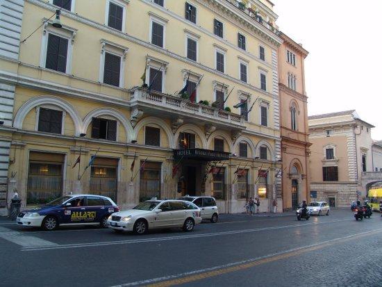 Pace Helvezia Hotel: Hotel exterior