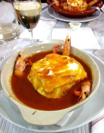 Vila Nogueira de Azeitao, Portugal: Francesinha com camarão