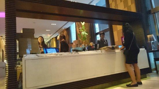 Andaz Wall Street: Stylish Front Desk