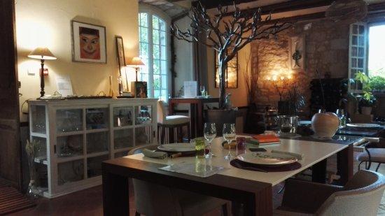 Sainte-Sabine-Born, Frankrig: Intérieur de la salle du restaurant