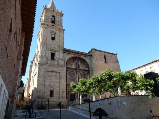 Navarrete, สเปน: La facciata della Chiesa