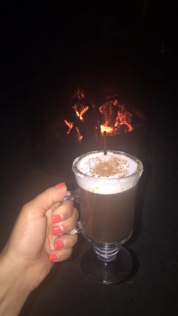 Troutdale, OR: Great way to relax by sitting, by the fire pit with a cup of Spanish coffee