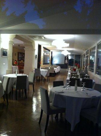 Gemenos, Francia: salle de restaurant