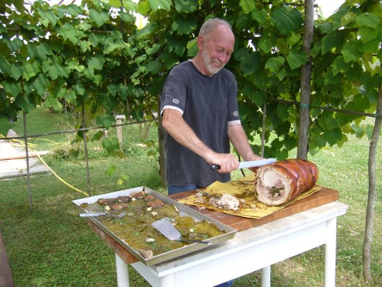 Vejano, Italia: Mauro con porchetta