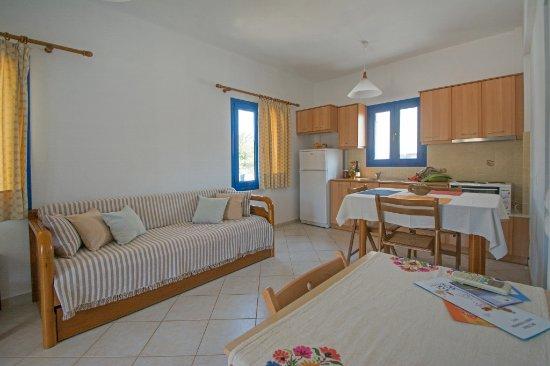 Avlemonas, Grekland: Living room & Kitchen