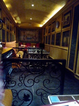 ambiance inside the coach in steam