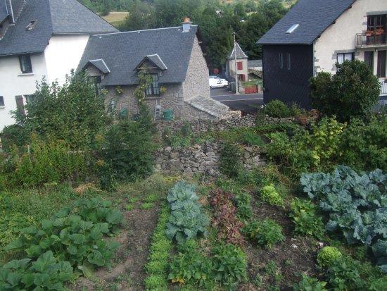 Besse-et-Saint-Anastaise, Francia: puis les jardins tout court