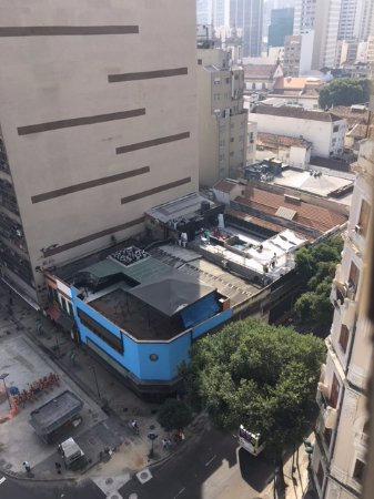 Hotel ibis budget Rio de Janeiro Centro: Vista do quarto - boates ao redo (som extremamente alto)