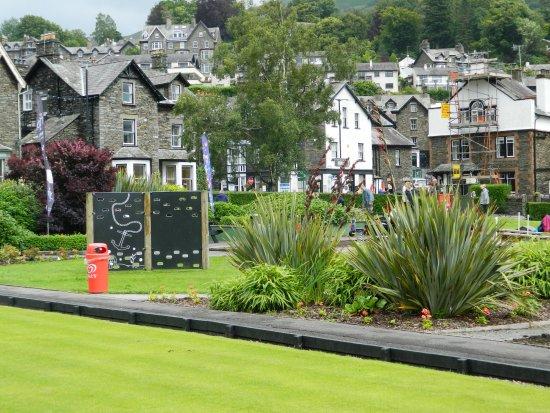 Ambleside, UK: Climbig wall amd Crazy Golf
