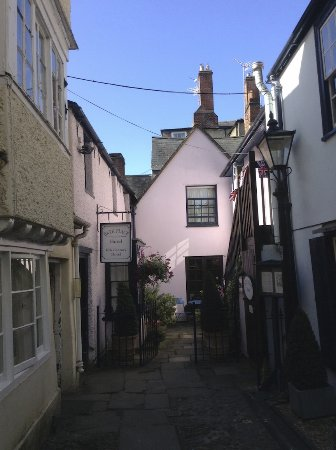 Bath Place Hotel: Here is Beth Place, in an alley just off Holywell Street in Oxford.