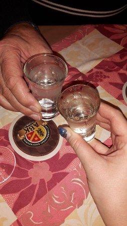 Durach, Alemania: een afsluit drankje aangeboden door de patron