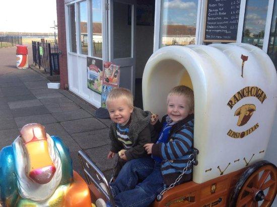 Gillingham, UK: rides and cafe